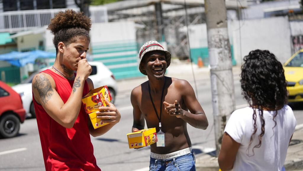 Giliran Rio de Janeiro Cabut Aturan Wajib Masker di Luar Ruangan