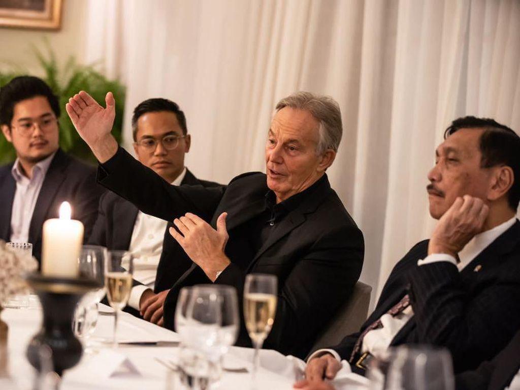 Luhut Bertemu Eks PM Inggris Tony Blair, Ngomongin Apa?