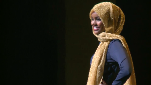 Kenakan Burkini, Halima Aden Guncang Panggung Miss Minnesota