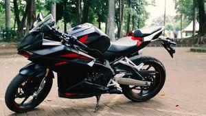 Menggeber CBR 250RR, Motor Sport Berbobot Ringan