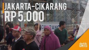 Beroperasinya  KRL Jakarta-Cikarang Disambut Warga