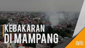 Kebakaran di Mampang, Warung Bakso dan Toko Sembako Hangus Terbakar