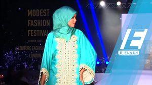 Gaya Model Muslim Hijab Halima Aden di Modest Fashion Festival