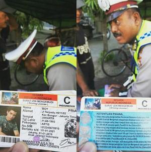 Kocak! Ditilang, Pria Ini Malah Tunjukkan SIM Boy 'Anak Jalanan'