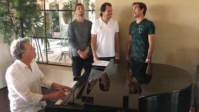 Kerennya Federer dan Backhand Boys Nyanyikan 'Hard to Say I'm Sorry'