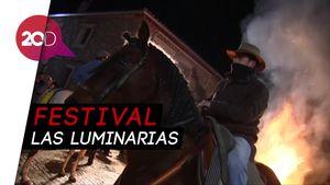 Aksi Gagah Kuda-kuda Lewati Api di Spanyol