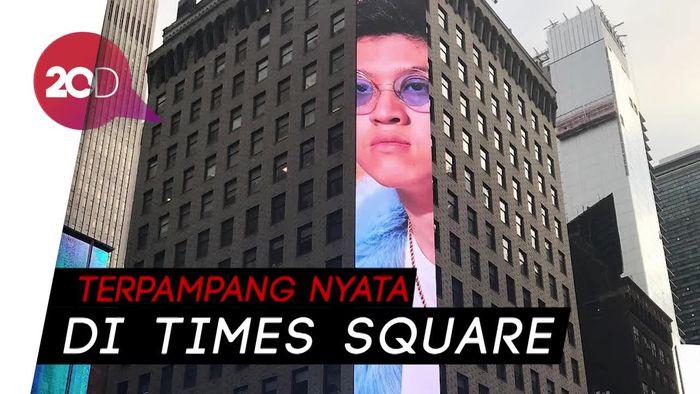 Mantap! Wajah Rich Brian Nongol di Times Square