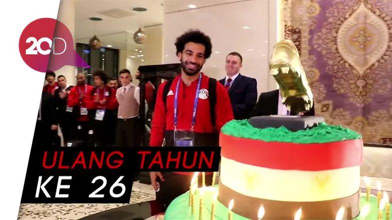 Kue Ulang Tahun dengan Sepatu Emas untuk Mohamed Salah