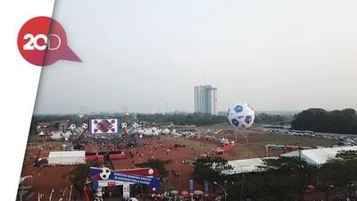 Melihat dari Langit Giring Bola Raksasa Sambut Final Piala Dunia