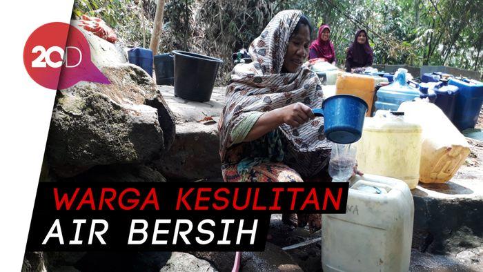 Demi Air Bersih Warga Cilegon Antre 6 Jam