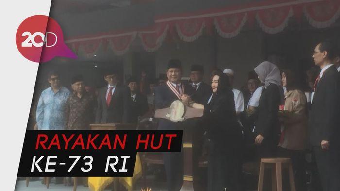 Prabowo-Sandi dan Titiek Soeharto Kompak Upacara di UBK