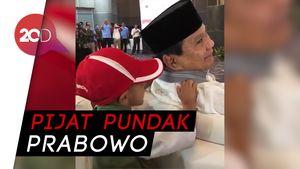 Bocah Ini Berani Pijat Pundak Prabowo di Acara Ramah Tamah
