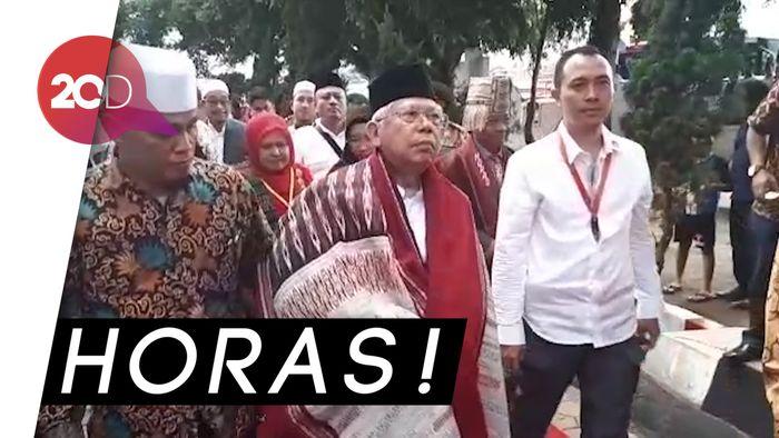 Pakai Ulos, Maruf Amin Ziarah ke Makam Sisingamangaraja XII