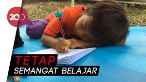 Potret Kehidupan Bocah Korban Gempa di Tenda Pengungsian
