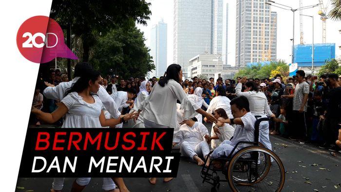 Aksi Nyeni Para Difabel di Thamrin