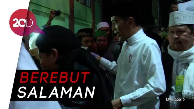 Jokowi Disambut Meriah Jemaah di Karawang