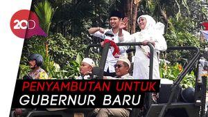 Bersama Jemaah, Khofifah-Arumi Sujud Syukur di Masjid Surabaya