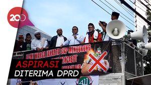 Massa Pendukung Jual Saham Bir Pemprov Demo di DPRD DKI