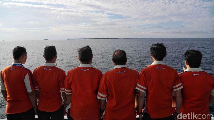 Mereka Terombang-ambing di Laut demi Masyarakat Kepulauan