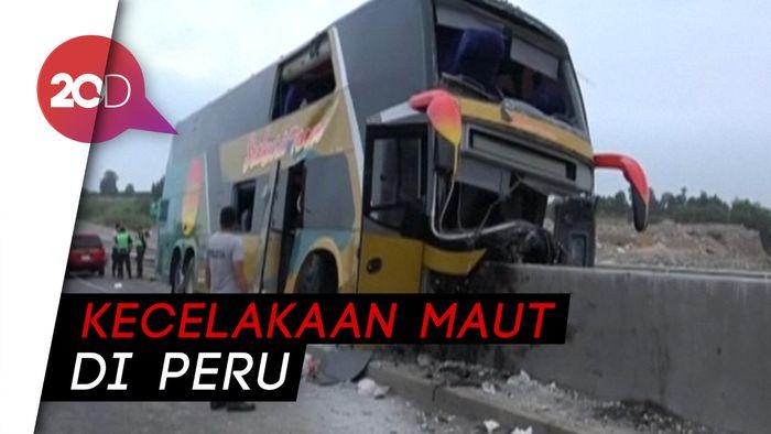 Bus Menancap di Pembatas Jalan, 8 Orang Tewas
