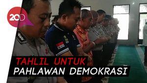 Ratusan Polisi Salat Gaib untuk Petugas Pemilu yang Meninggal
