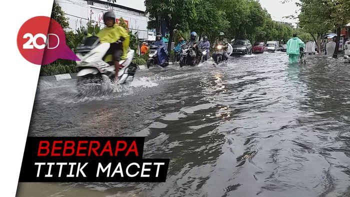 Hujan Deras, 10 Jalan Protokol di Surabaya Kebanjiran