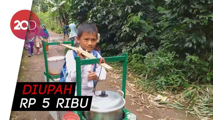 Bocah 7 Tahun di Garut Jual Bakso Demi Uang Jajan