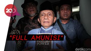 Amien Rais Bawa Buku Jokowi People Power ke Polda