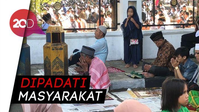 Suasana Salat Idul Fitri di Kawasan Alun-alun Garut