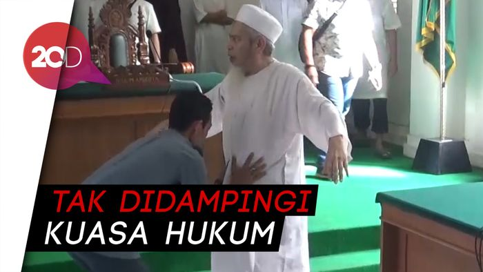 Sidang Perdana Eks Panglima Laskar Jihad di PN Makassar Ditunda