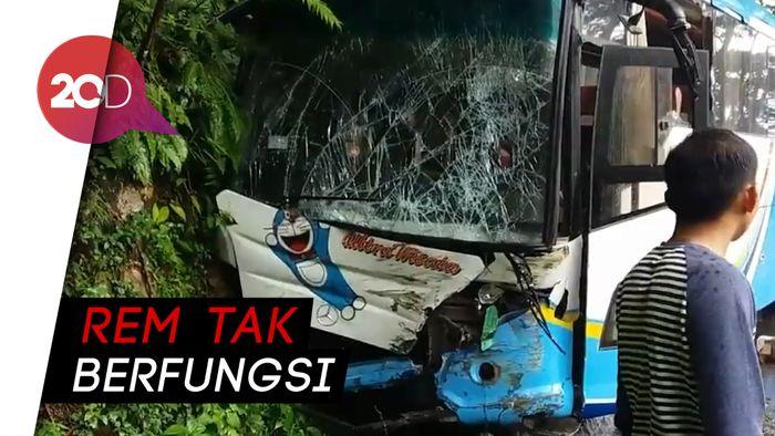 Detik-detik Bus Rem Blong di Tikungan Tajam, Kernet Nekat Loncat Keluar