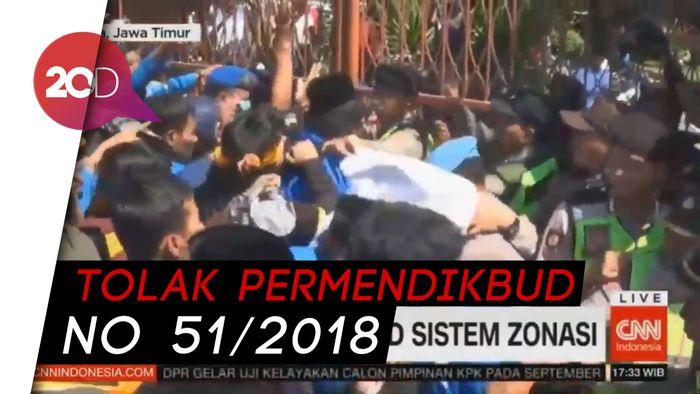 Suporter PSPS Nyalakan Flare Demo Pemprov Riau