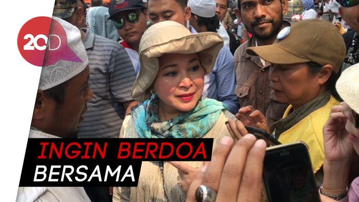Titiek Soeharto Temui Massa Aksi Kawal MK