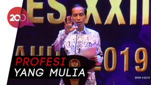 Buka Kongres PGRI, Jokowi: Tak Ada yang Bisa Gantikan Guru