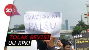 Revisi UU KPK Disahkan, Koalisi Masyarakat Berbaju Hitam Demo di DPR!