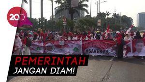 Emak-emak Demo di Gedung DPR RI, Tolak Revisi UU KPK!