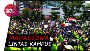 Tolak Revisi UU KPK, Mahasiswa Semarang Ramai-ramai Demo DPRD Jateng