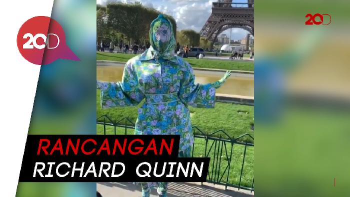 Bikin Pangling! Cardi B Kenakan Bodysuit Bermotif Bunga di Paris