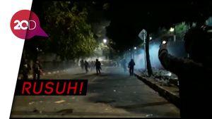 Hujan Petasan Vs Barikade Polisi di Kawasan Stasiun Palmerah!