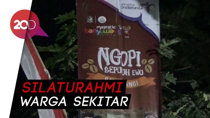 Tradisi Minum Kopi ala Suku Osing di Festival Ngopi Sepuluh Ewu