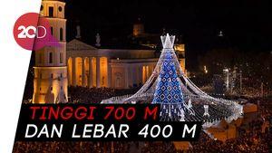 Lampu Pohon Natal Terbesar di Dunia Mulai Nyala, Cantiknya!