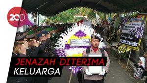 Isak Tangis Iringi Pemakaman Bripda Ferdi yang Tewas Tersambar Petir