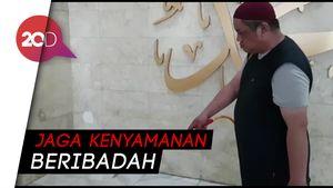 Masjid Disemprot Cairan Disinfektan Cegah Penyeberan Virus Corona