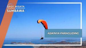 Aksi Penerbang Paragliding di Desa Mantar Sumbawa
