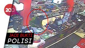 Eksklusif! Rekaman CCTV Editor Metro TV Beli Pisau