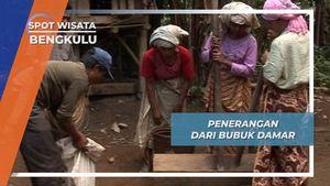 Lampu Tradisional dari Bubuk Damar Lubuk Resam, Bengkulu