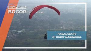 Melihat Aktifitas Pilot Paralayang di Bukit Naringgul, Bogor, Jawa Barat