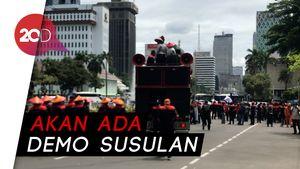 Massa Demo Buruh Membubarkan Diri, Jalan Medan Merdeka Barat Dibuka