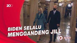 Kemesraan Joe Biden dan Jill Biden di Acara Pelantikan Presiden AS
