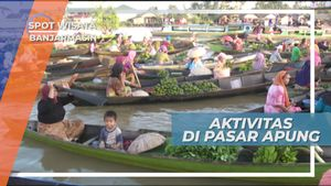 Ramai Riuh Aktivitas Pasar Apung di Banjarmasin, Kalimantan Selatan